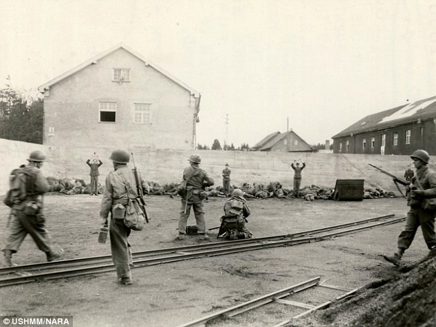 Пиндосские солдаты расстреливают пациентов госпиталя СС - 29 апреля 1945 года